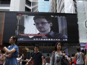 nsa-leaker-edward-snowden-leaves-hong-kong-safe-house-for-russia