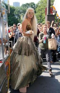 Lady+Gaga+Lady+Gaga+Buys+Hotdog+QCh7Wz6nvXwl